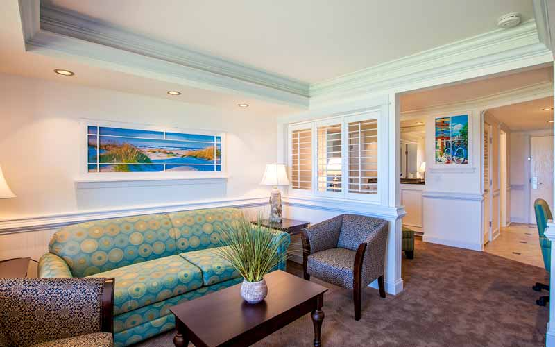 Sunrise Suite Living Room To Entry